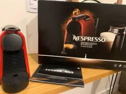 Máquina de café nespresso + porta cápsulas