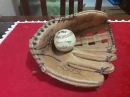 Luva e bola de baseball