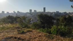Terreno com 689,10 m² no Parque São José em Varginha/MG