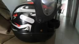 Vende-se dois capacetes samarino seminovos em perfeito estado valor 80 reais cada um