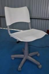 Bota Fora-Cadeira de Escritório c/ Rodinhas / em Plástico Branco