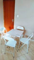 Mesa com 4 cadeiras