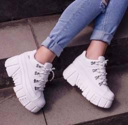 Vendo sneaker branco novo