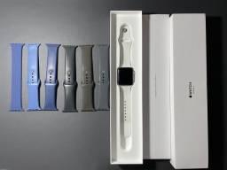 Apple Watch 3 42mm em ótimo estado. completo