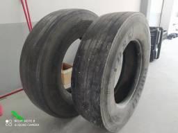 Estou doando 2 pneu de caminhão.