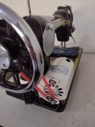 Instalação de motor em máquina de costura doméstica