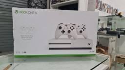 Xbox One S 1TB Completo + 6 Meses de Garantia, 1 Mês de Game Pass ( loja física )