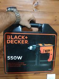 Furadeira de impacto Black+Decker nova na maleta 110v
