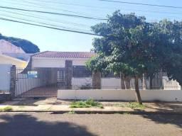 Locação | Casa com 223.54 m², 3 dormitório(s), 2 vaga(s). Conjunto Habitacional Inocente V