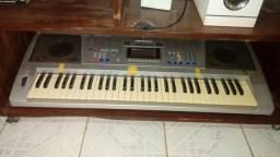 Vendo teclado semi profissional