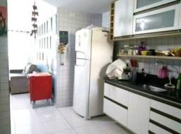 Apartamento térreo com quintal enorme em U, com 03 quartos no José Américo, colibri