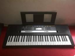 Piano psrE243