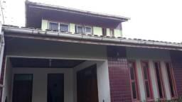 Casa Residencial, 4/4 s/ 1 suíte, 2 vagas, quintal, próximo supermercado Nazaré