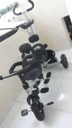 Triciclo para gêmeos