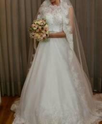 Aceita-se cartão! Vestido de noiva usado uma vez. Tenha seu próprio vestido