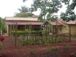 Sitio com casa principal e chalé, com benfeitorias para granja em terreno de 10700m2