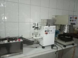 Conjunto de máquinas de fazer coxinha