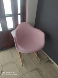 Cadeira de balanço rosa