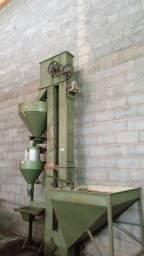 Vendo seladora com elevador e pequeno silo