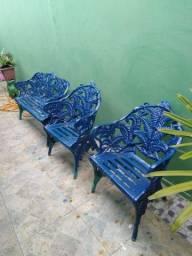 Cadeiras e mesa de ferro