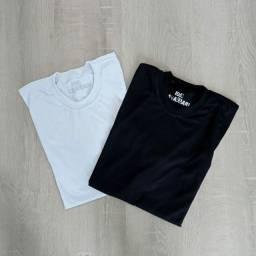 R$ 20 Camiseta Poliviscose Lisa Preta e Branca P, M e G