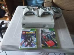 Xbox 360, 2 controles, 4 jogos, troco em rx 580 ou superior