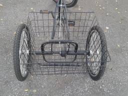 Bicicleta triciclo(3 rodas)nova. Cor preta.