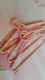 Cabides rosa, usados por pouco tempo