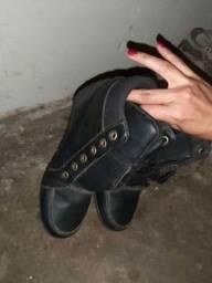 Vendo uma pa de botas semi novo faltando apenas os cadacos