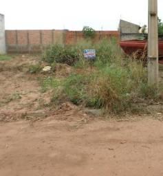 Vende-se um lote de terreno para construção no Vila Adriana