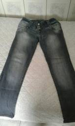 Vende -se Calça jeans.