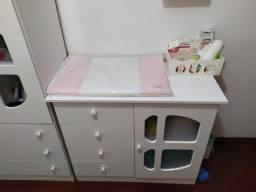 Berço, guarda-roupa e cômoda de bebê
