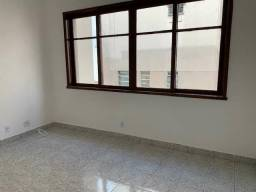 Apartamento com 2 Quartos para Alugar, 77 m² por R$ 1.100/Mês