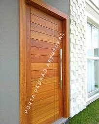 Portas pivotantes em madeira maciça