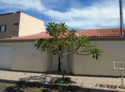Casa à venda, 4 quartos, 3 vagas, Santa Mônica - Uberlândia/MG