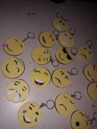 Chaveiros de emoji, cada um a 2 reais