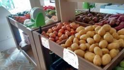 Expositor para frutas e verduras com divisórias