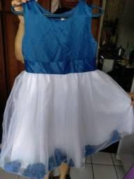 Vestidos infantis de 10 ou 12 anos.