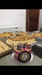 Kit festa, bolos de aniversário , cento de doces e salgados, doces finos