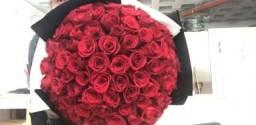 Buquê de flores gigante com 100 rosas