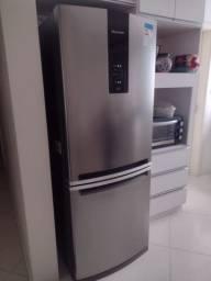 Uma geladeira semi nova só 2 messes de uso