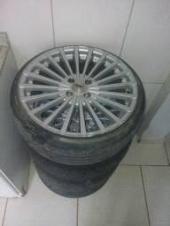 Roda aro 17 com pneus bons 2200