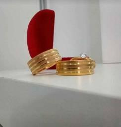 Aliança de ouro 18 quilates com Diamantado fosco mais solitário com pedra de brilhantes.