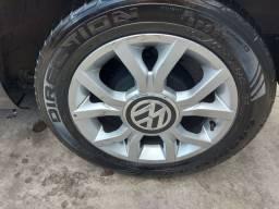 Rodas de liga e pneus aro 15