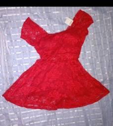 Vestido de renda vermelha
