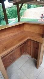 Balcão de atendimento em madeira
