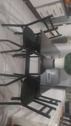 Vendo mesa de 4 cadeiras,490 reais não entrego