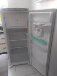 Geladeira Consul 300 L, Frost Free, com dispenser para água gelada