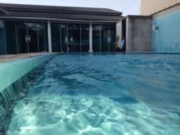 Excelente casa colonial com 03 quartos, piscina e churrasqueira