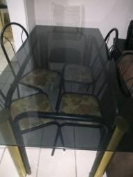 Mesa com vidro fumê